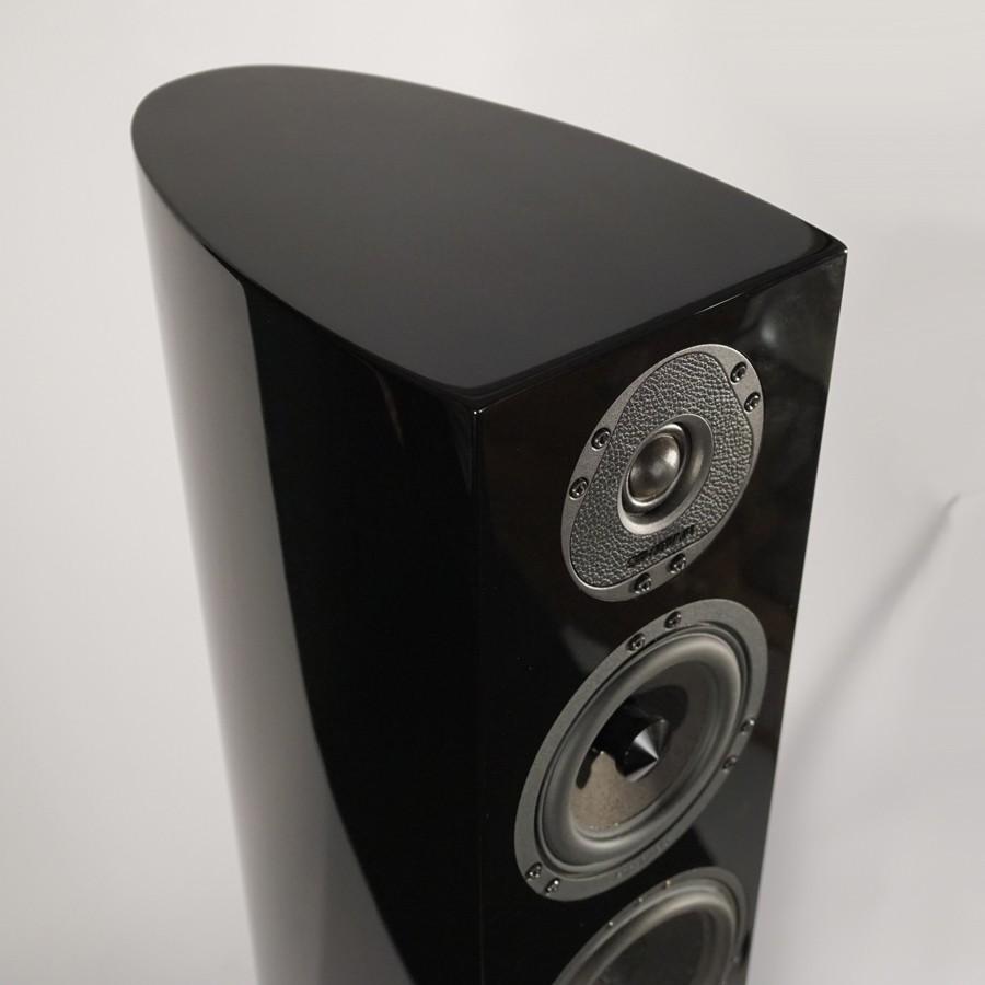13Stradivari-magnus-speaker-top