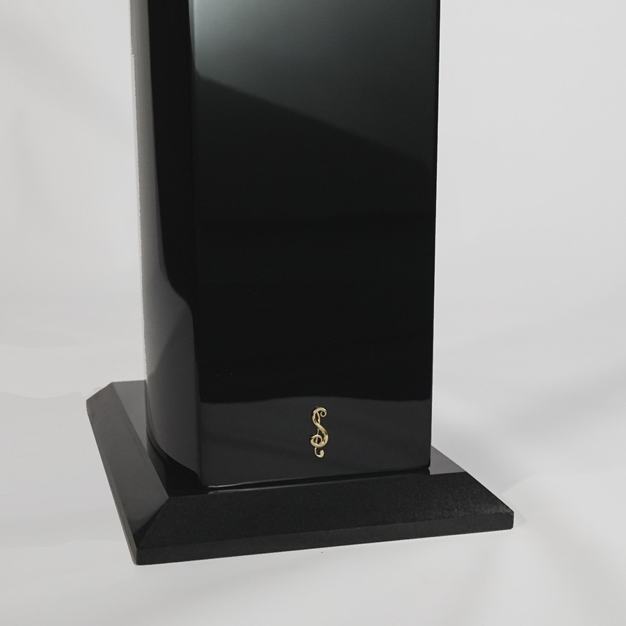 Stradivari-speakers-Pantera-logo-S